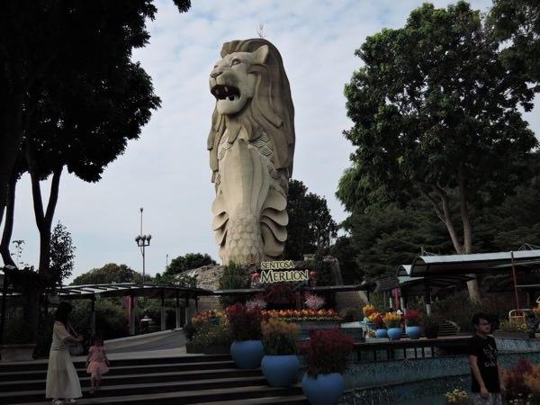 セントーサ島マーライオン像