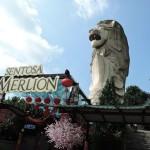 セントーサ島インビア駅すぐの全長37 mのマーライオン像を観察