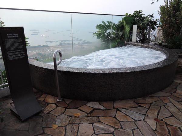 マリーナベイサンズの屋上プール