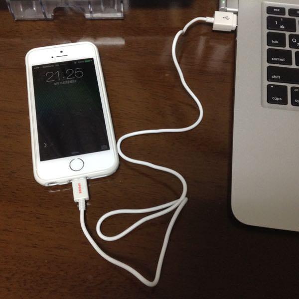 100均のiPhone6用充電ケーブル