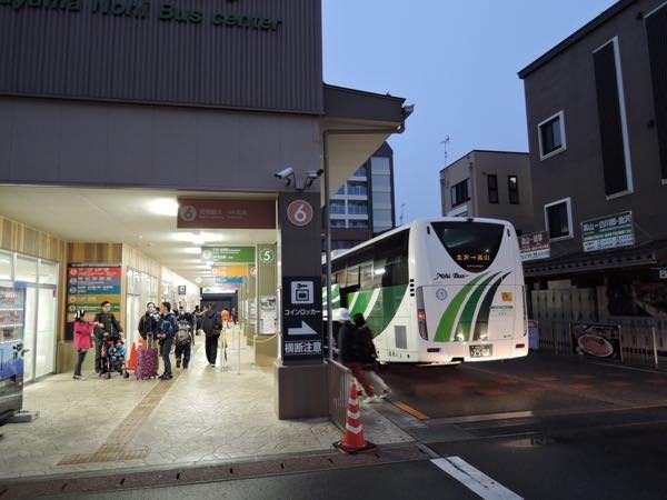 高山駅のバス乗り場