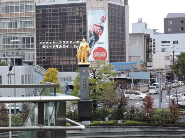 岐阜駅の黄金の織田信長像