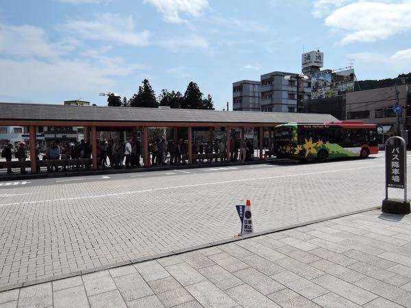 東武日光駅のバスの行列