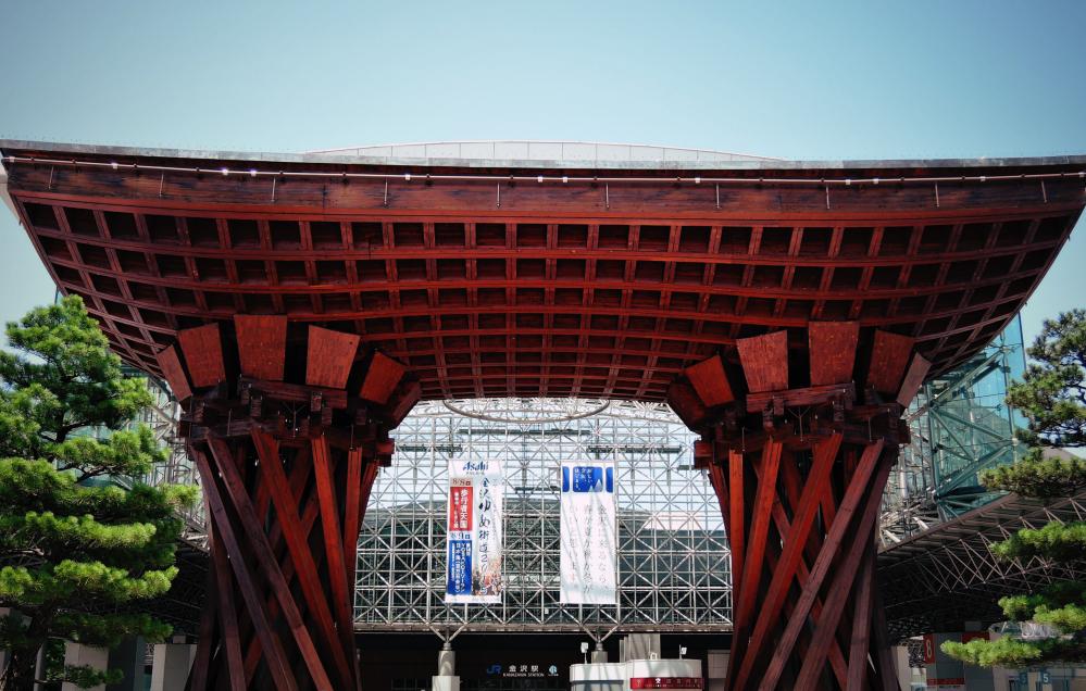 金沢駅のシンボル鼓門