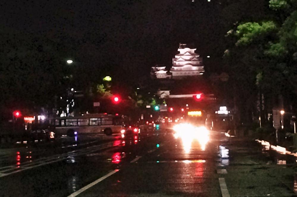 夜のライトアップをしている姫路城