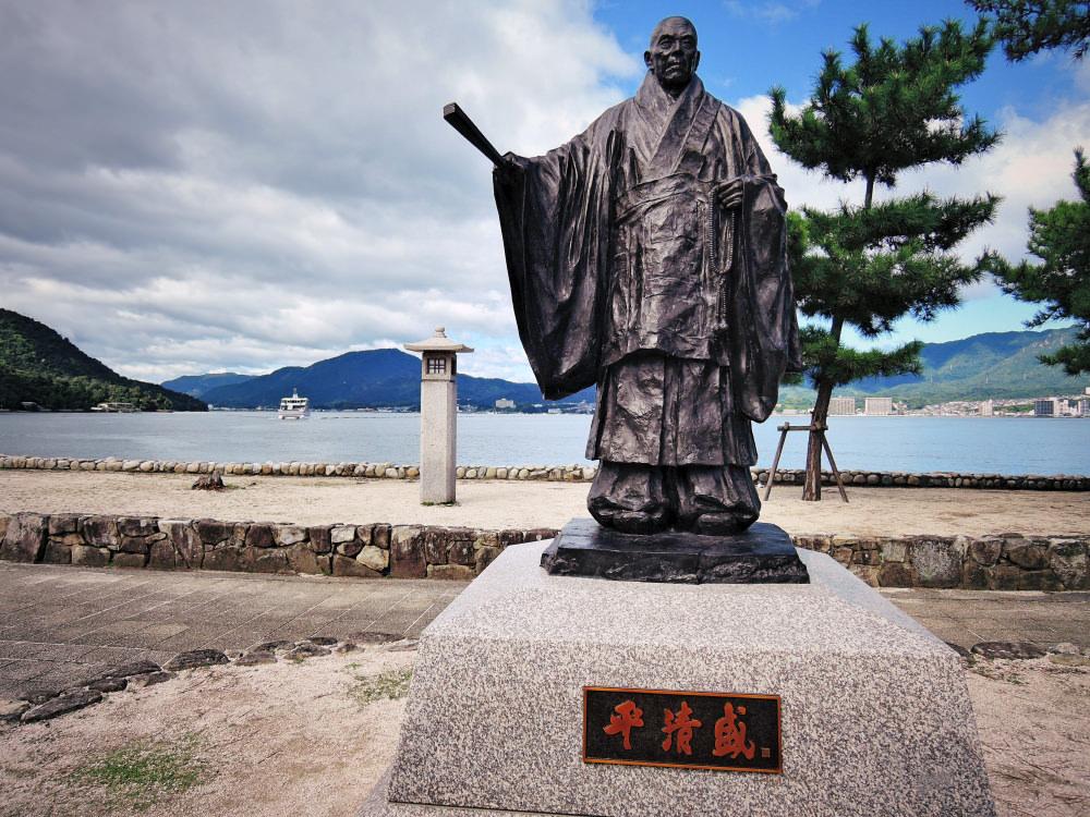 宮島の平清盛像